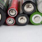 電池の白い粉の正体は?触ると危険?