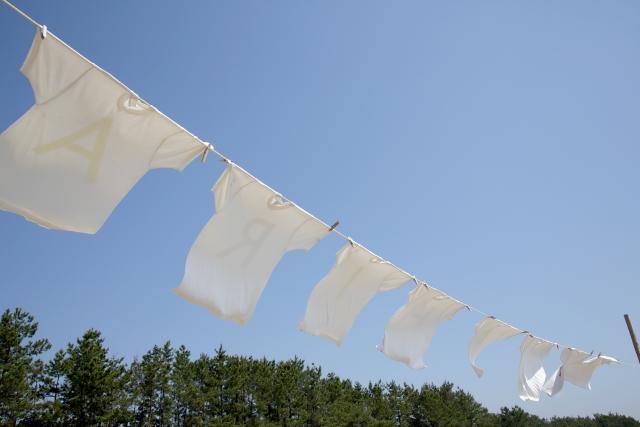 白いTシャツがハイター(キッチン漂白剤)で赤に!原因と対処法について
